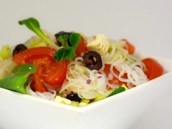 Salade de spaghetti de konjac à la Grecque