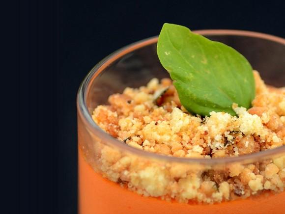 Panna cotta de poivrons et son crumble au basilic
